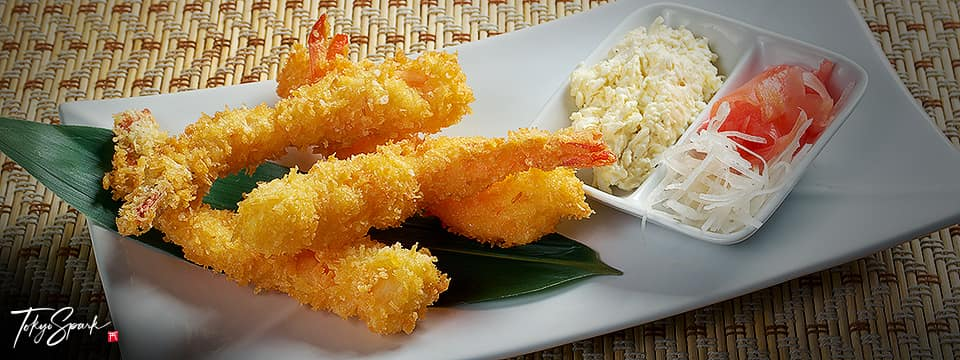 Fried shrimp on plate with leaf and side dish